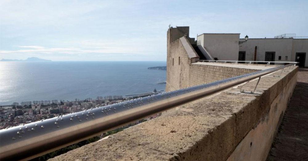 A Napoli la bellezza si tocca con l'opera che descrive il panorama ai non vedenti